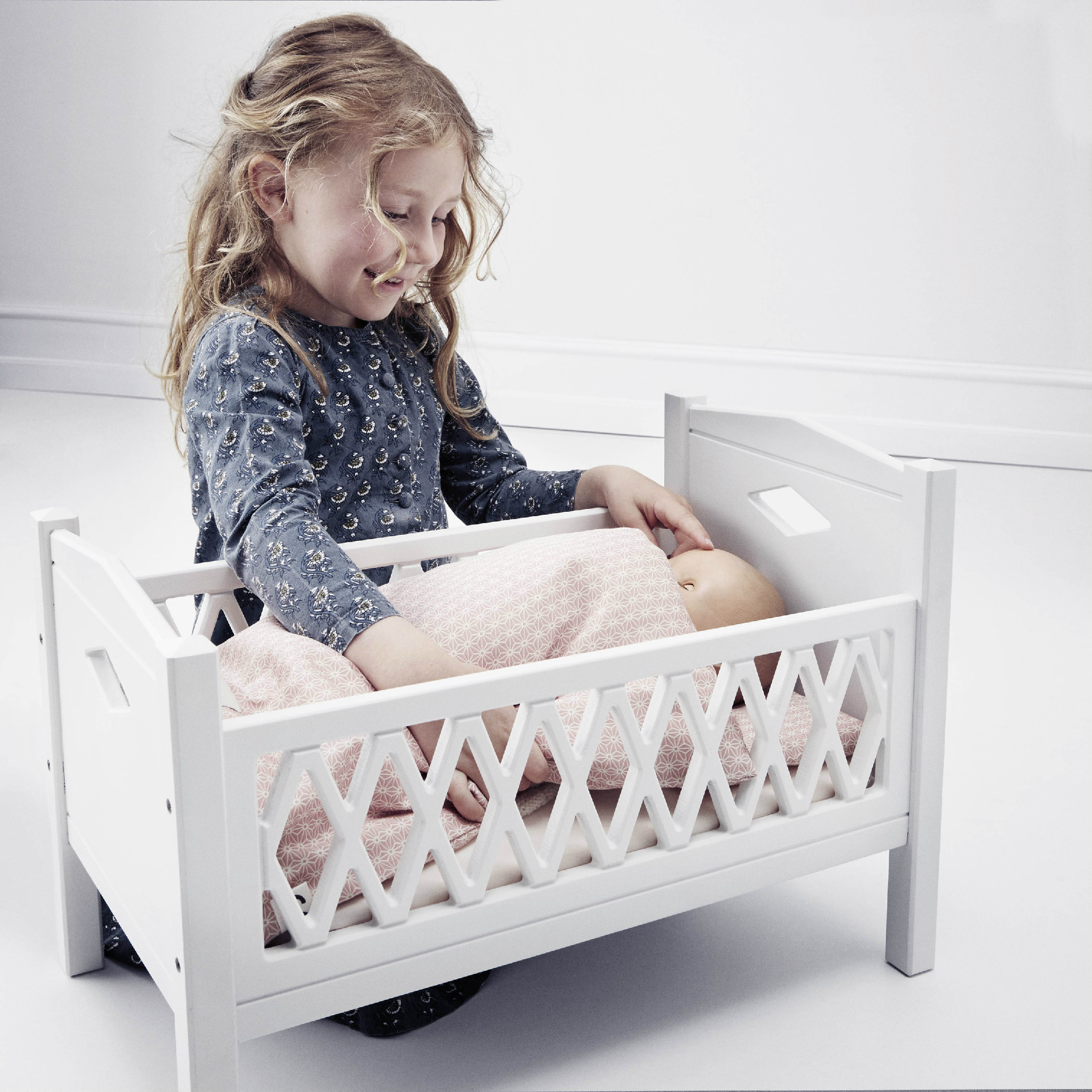 Cam Cam Doll Cot Bed Harlequin White Out Of The Cot